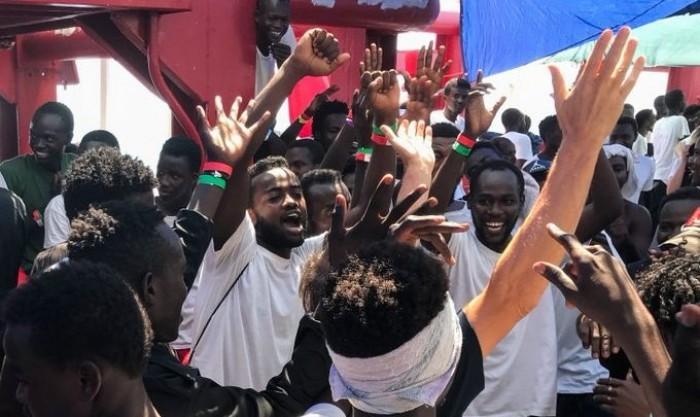 """ممرضة وسوداني جمعتهما الصدفة على متن """"أوشن فايكينج"""" بعد 15 سنة"""