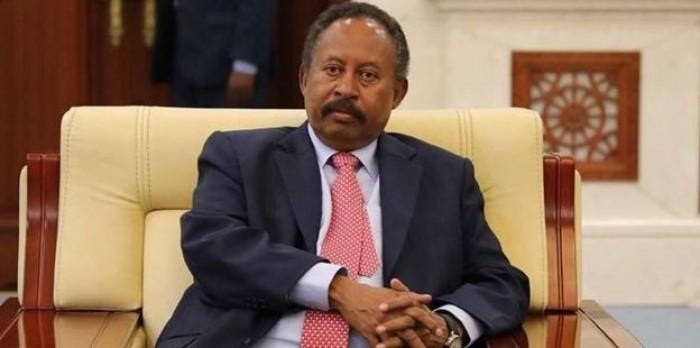 رئيس الوزراء السوداني يطلع على نسب السيولة والنقد بالبنك المركزي