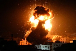 طيران الاحتلال الإسرائيلي يقصف موقعًا عسكريًا شمالي غزة