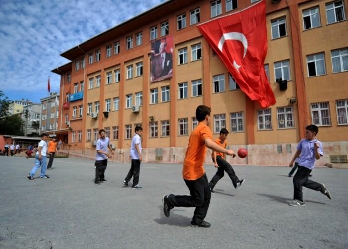 هكذا يفر الأتراك من المدارس الحكومية هربًا من الأخونة وتدني المستوى