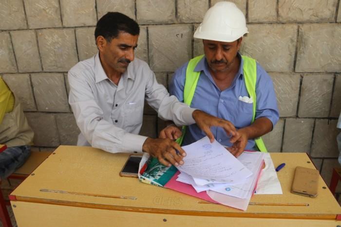 بتمويل سعودي..إعادة بناء مدرجات زراعية في مديرية حالمين بلحج (صور)