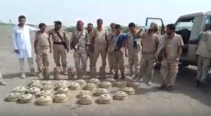 القوات المشتركة تفكك كميات من الألغام الحوثية في منطقة المسناء بالحديدة (فيديو)