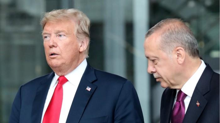 ترامب وأردوغان يبحثان القضايا التجارية والوضع الإنساني في إدلب