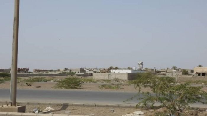 قصف حوثي على مواقع القوات المشتركة شرق مدينة الصالح