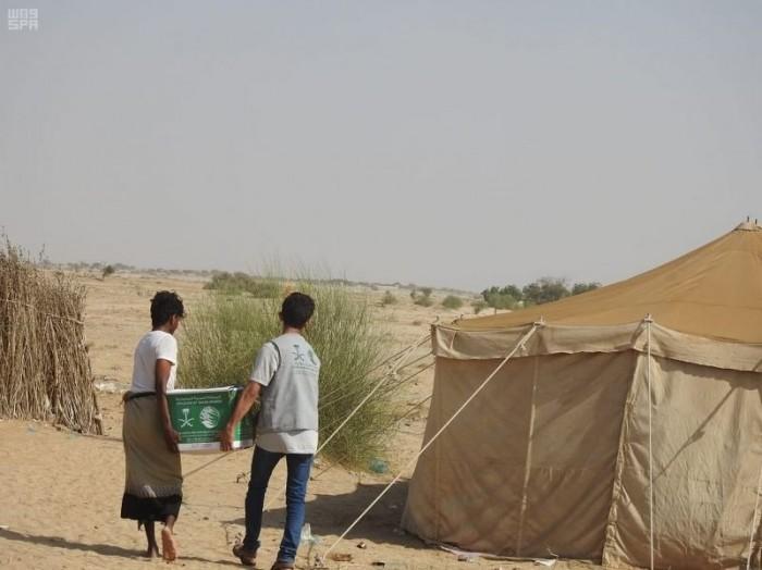 توزيع أكثر من 800 سلة غذائية على المحتاجين بحجة (صور)