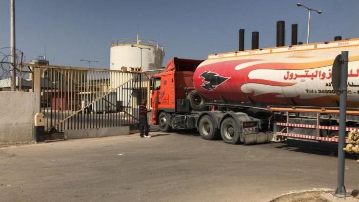 صحيفة إسرائيلية: قطر قررت تقليص تمويل وقود محطة كهرباء غزة إلى النصف
