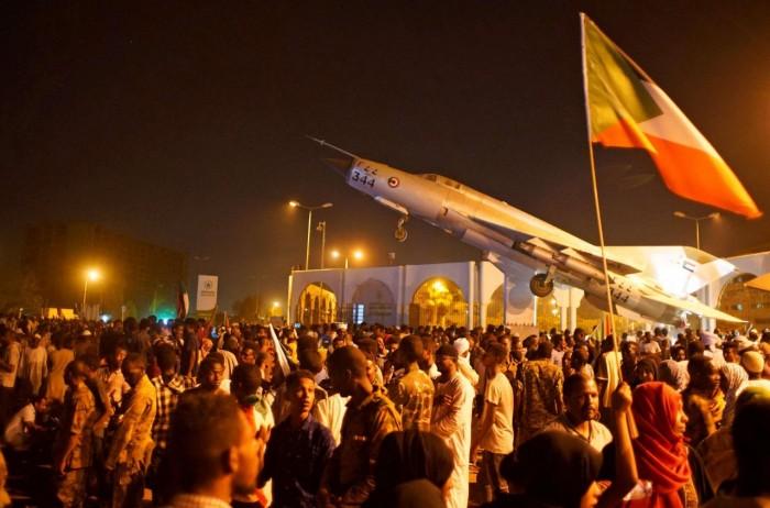 متظاهرون سودانيون يطردون قيادت بالحرية التغيير من دارفور