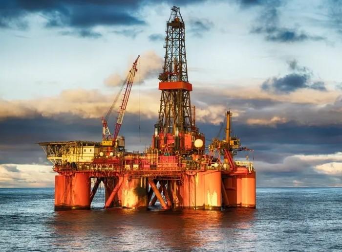 انخفاض أسعار النفط مع بدء تطبيق الرسوم الأمريكية الجديدة على الصين