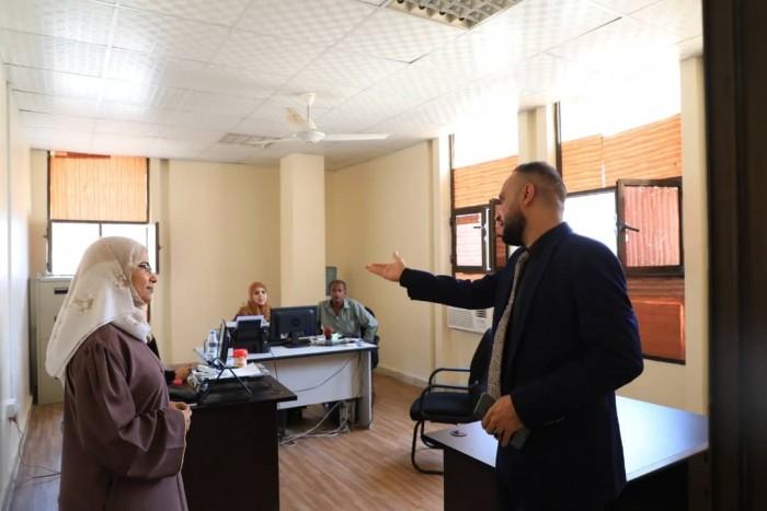 قيادية بالمجلس الانتقالي تزور مكتب وزارة الصناعة والتجارة في العاصمة عدن(صور)