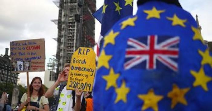 بريطانيون مناهضون لخروج بلادهم من الاتحاد الأوروبى يتظاهرون أمام البرلمان