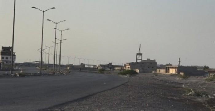 مليشيا الحوثي تعاقب أهالي حي منظر بقطع المياه عنهم