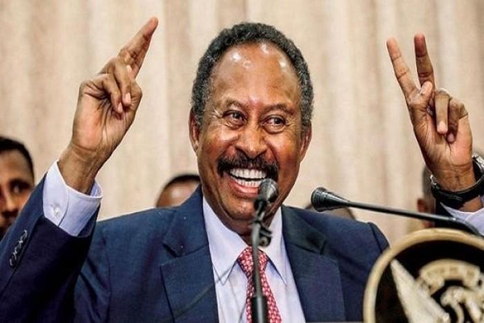 ماكرون يدعو رئيس الوزراء السوداني الجديد إلى زيارة فرنسا