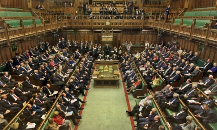 البرلمان البريطاني يقر قانونًا يطلب تأجيل موعد بريكست
