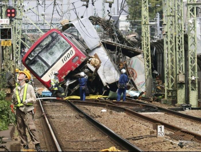 مقتل شخص وجرح 30 آخرين في حادث اصطدام بين قطار فائق السرعة وشاحنة باليابان