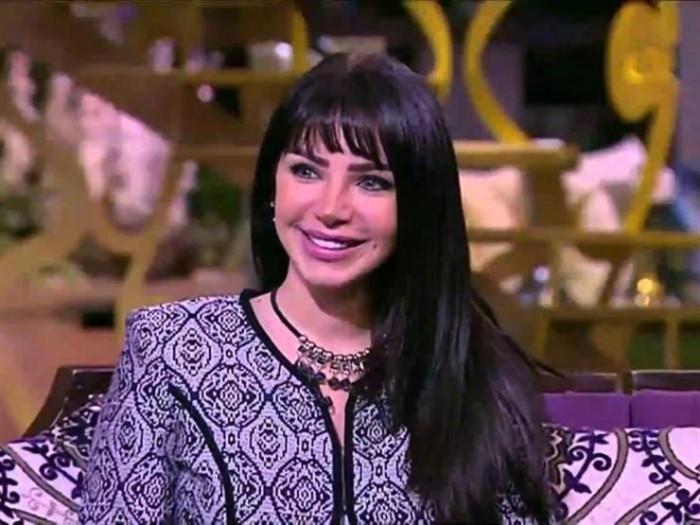 """إنجي علاء تشارك جمهورها صور كواليس """"بلا دليل"""""""