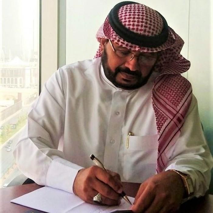 شاهد.. الخليفي يُهدي الإماراتيين صورتين من مليونية الوفاء
