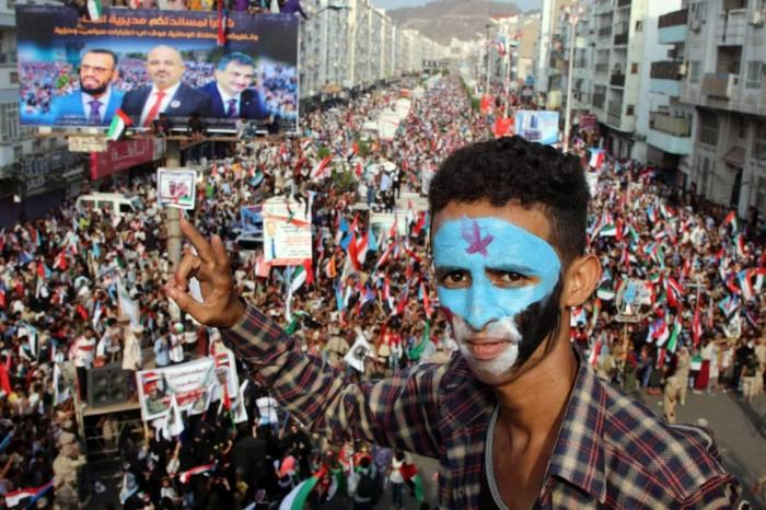 """جنوبٌ وفيّ لـ""""إمارات الإنسانية"""" .. رسائل سياسية في """"حشود المليونية"""""""