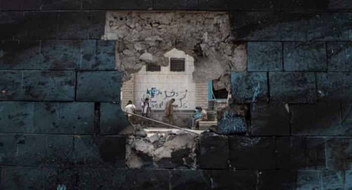"""قوة حوثية أم خيانة """"الشرعية"""".. لماذا تأخّر حسم التحالف العربي للحرب؟"""