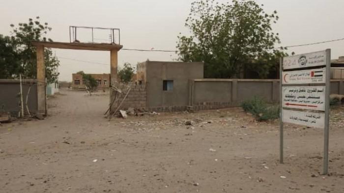 إصابة مواطن في قصف حوثي مكثف على منازل المواطنين في حيس