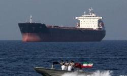 إيران تحتجز سفينة نفط أجنبية في مياه الخليج بتهمة التهريب