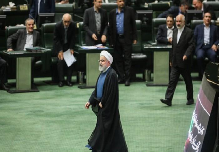 البرلمان الإيراني يرفض نهج روحاني التصالحي مع أمريكا