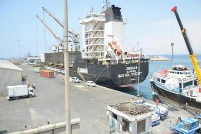 وصول بواخر مازوت لميناء المكلا .. والبحسني: ستُحدث استقرارا للكهرباء