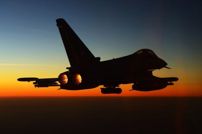 مقاتلات التحالف تدمر مخزن سلاح حوثي بصعدة