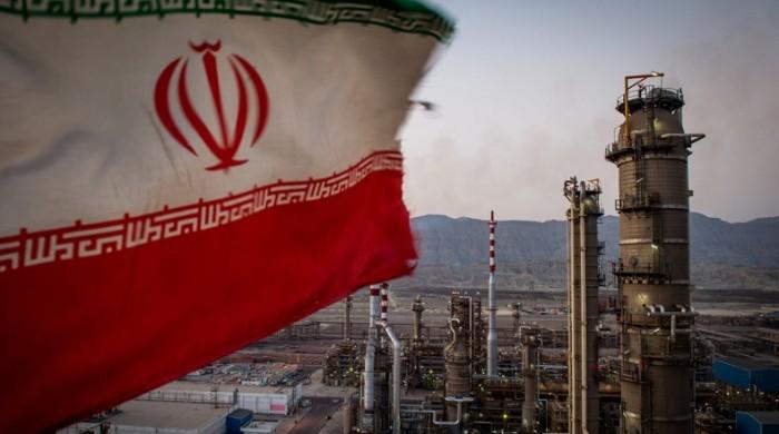 صادرات إيران النفطية تهبط بنحو 160 ألف برميل يوميا