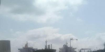 وصول باخرة الوقود إلى العاصمة عدن