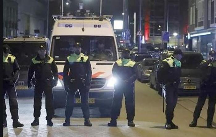هولندا.. ضابط شرطة يقتل طفليه ويصيب زوجته ثم ينتحر