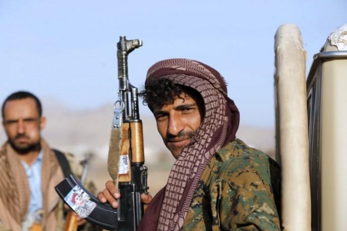 سياسي يؤكد اقتراب قصف أمريكا للحوثيين (تفاصيل)