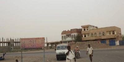مليشيات الحوثي تقصف الأحياء السكنية في حيس بالحديدة