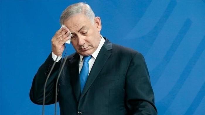 شاهد.. لحظة هروب نتنياهو من تجمع انتخابي بعد سماع دوي انفجارات