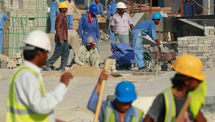 """الوطن الإماراتية : """"نظام الحمدين"""" يستعبد العمال في قطر"""