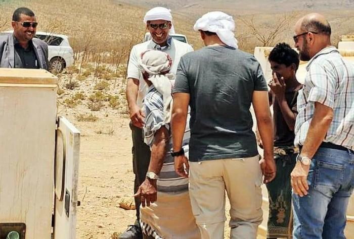 المزروعي يتفقد سير العمل في آبار منطقة سلمهو بسقطرى (صور)