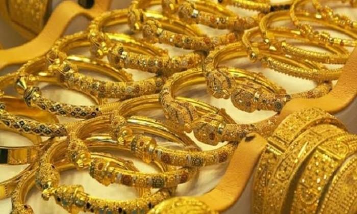 الذهب في مصر يتراجع والجرام يفقد 4 جنيهات