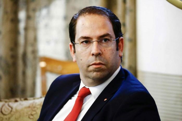حرق صور الشاهد بعد طرده من عدة محافظات تونسية (صور)