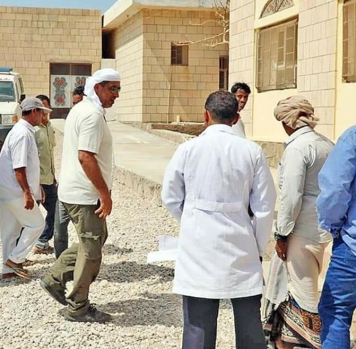 بالصور..المزروعي يتفقد عدداً من المرافق الخدمية بقلنسية في سقطرى