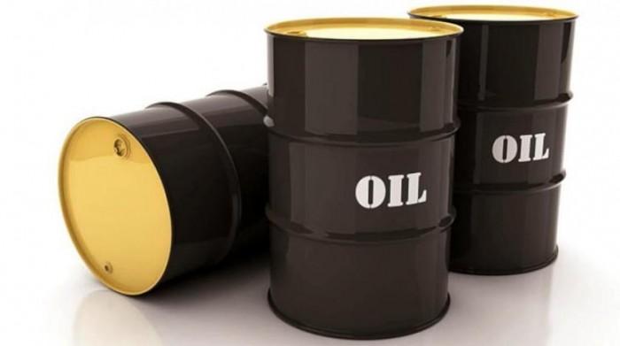 النفط يصعد بفعل انخفاض مخزونات الخام الأمريكية