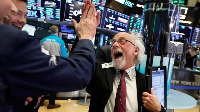 وول ستريت ترتفع بفضل الأسهم التكنولوجية والصناعة الحساسة