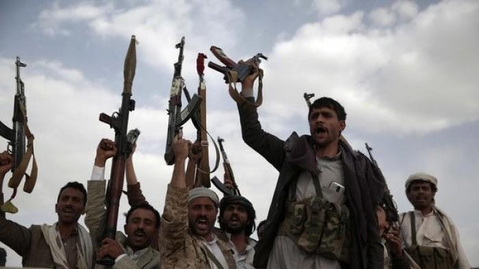 مليشيات الحوثي تفتح نيران أسلحتها على منازل المواطنين بالحديدة