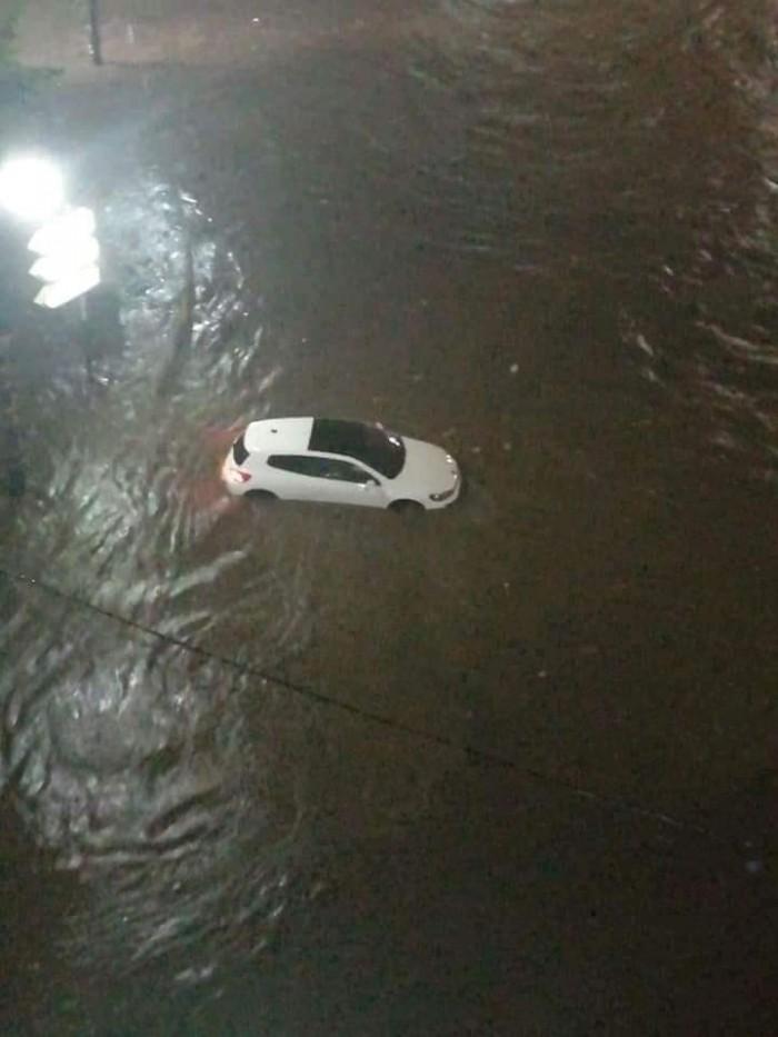 (صور).. أمطار غزيرة وسيول تُغرق شوارع الجزائر