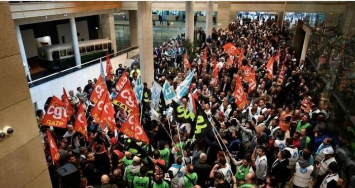 شلل في قطاع النقل العام بباريس بسبب احتجاج النقابات