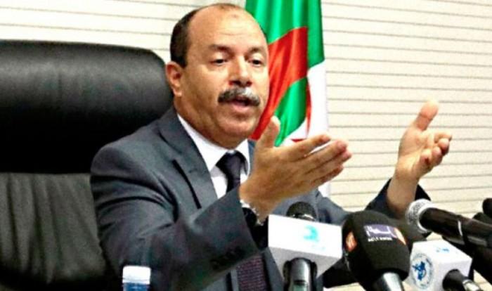 وزير العدل الجزائري يهدد بفرض قيود على الإعلام