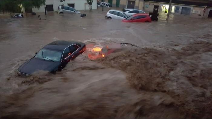 السلطات الإسبانية تُجلي أكثر من 1500 شخص بسبب الفيضانات