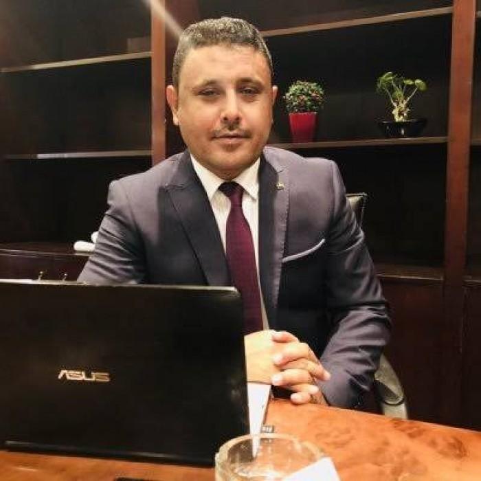 """""""اليافعي"""" يوجه رسالة نارية للهارب """"صالح سميع"""" محافظ المحويت"""