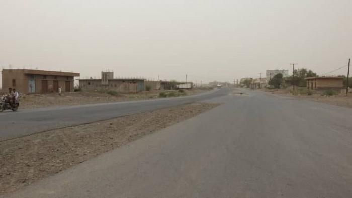 مليشيات الحوثي تقصف مواقع القوات المشتركة في حيس بالحديدة