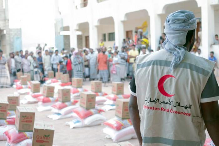 بدعم إماراتي..توزيع 650 سلة غذائية في مديرية تريم بحضرموت