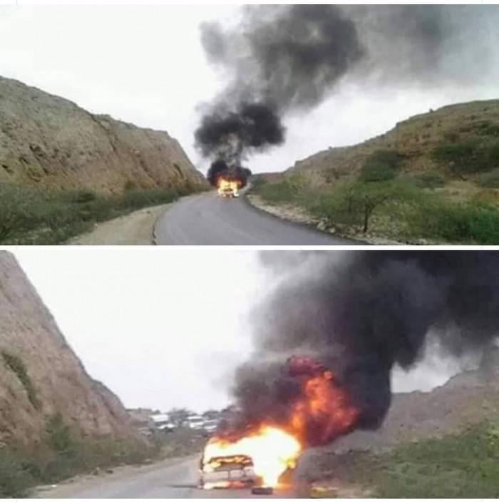 القوات الجنوبية تحرق طقم عسكري لمليشيات الإخوان في شبوة