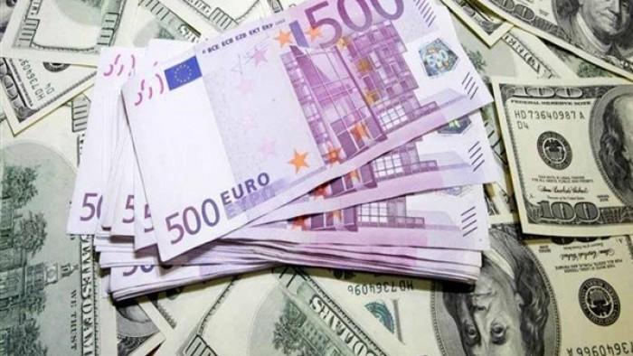 الدولار يهبط واليورو يصعد 0.59% عشية توقعات خفض الفائدة